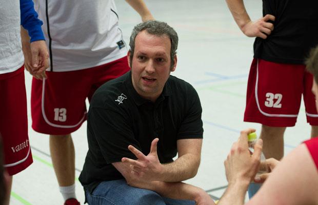 Coach Mario Kyriasoglou will mit den RheinStars die perfekte Saison spielen. Foto: Gero Müller-Laschet
