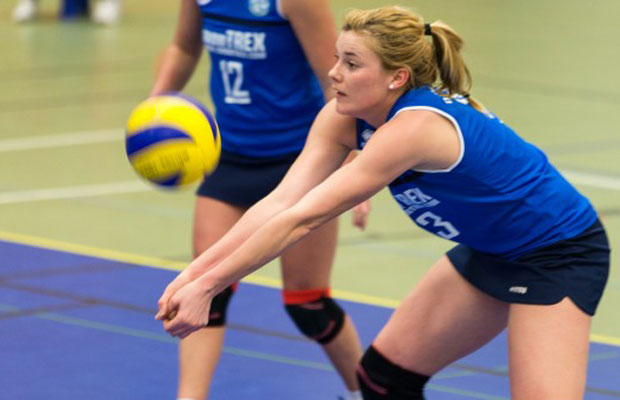 Sie trug maßgeblich zum letzten Heimspielerfolg der DSHS SnowTrex Köln-Volleyballerinnen gegen Kiel bei: Kölns Außenangreiferin Kerstin Freudenhammer. Foto: Martin Miseré