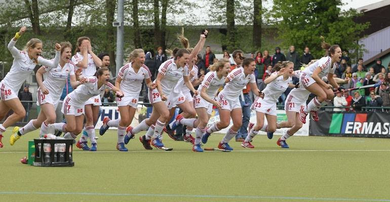 Die Damen von Rot-Weiss Köln im Moment des Triumphes Foto: Hockeyliga