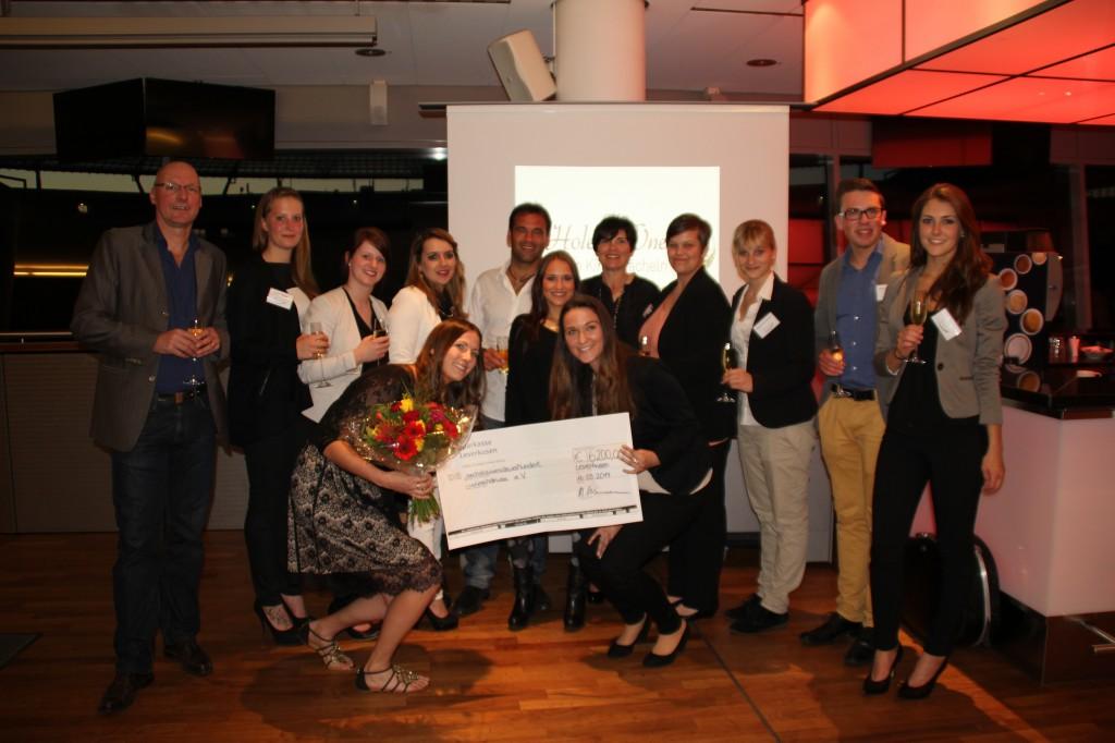 Mit der Siegerehrung ließen Spieler und Verantwortliche den Abend ausklingen. Foto: Event Köln