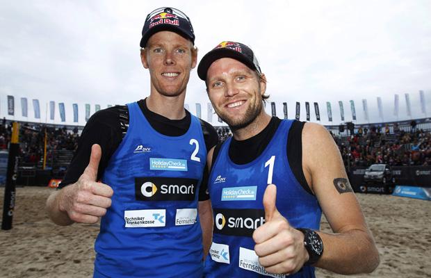 Bei Olympia 2012 wurden sie zu Helden, jetzt haben sowohl Jonas Reckermann (l.) als auch Julius Brink die aktive Karriere beendet. Foto: IMAGO