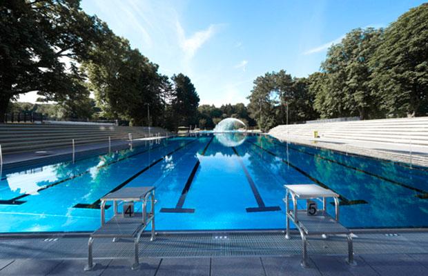 Das Stadionbad lädt zum Schwimmen und Sonnenbaden ein. Foto: KölnBäder GmbH