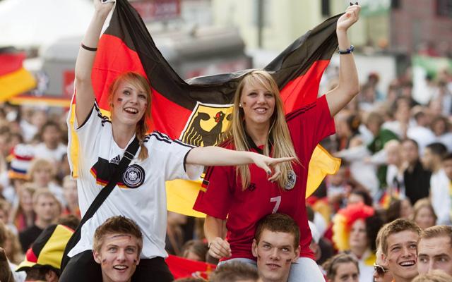 Lange drauf gewartet, jetzt wieder aktuell: Public Viewing während der Fußball-Weltmeisterschaft weckt Emotionen. Foto: IMAGO