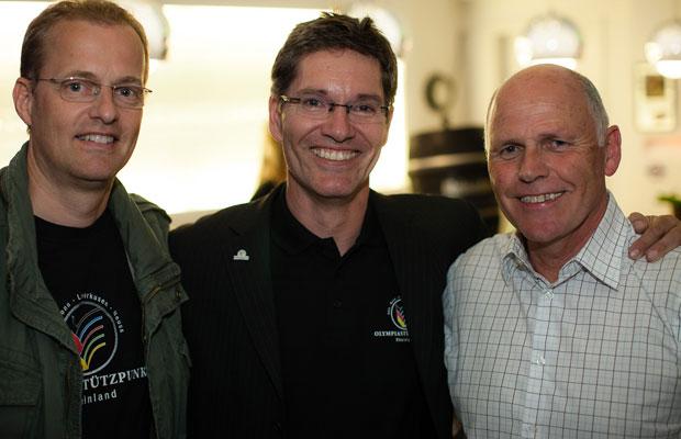 OSP-Leiter Michael Scharf (M.) mit seinen Gästen, Fecht-Olympiasieger Arnd Schmitt (l.) und Norbert Stein (DSHS Köln). Fotos: Peter Eilers