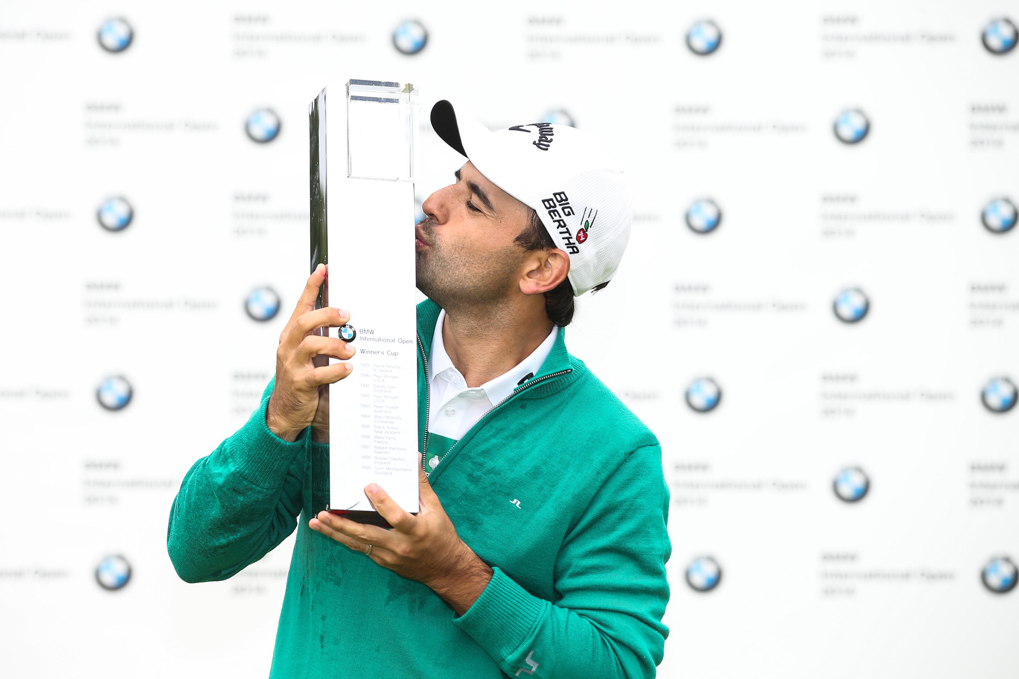 Fabrizio Zanotti setzt sich im Stechen durch und darf sich über den Siegerscheck in Höhe von 333.330 Euro freuen Foto: BMW International Open
