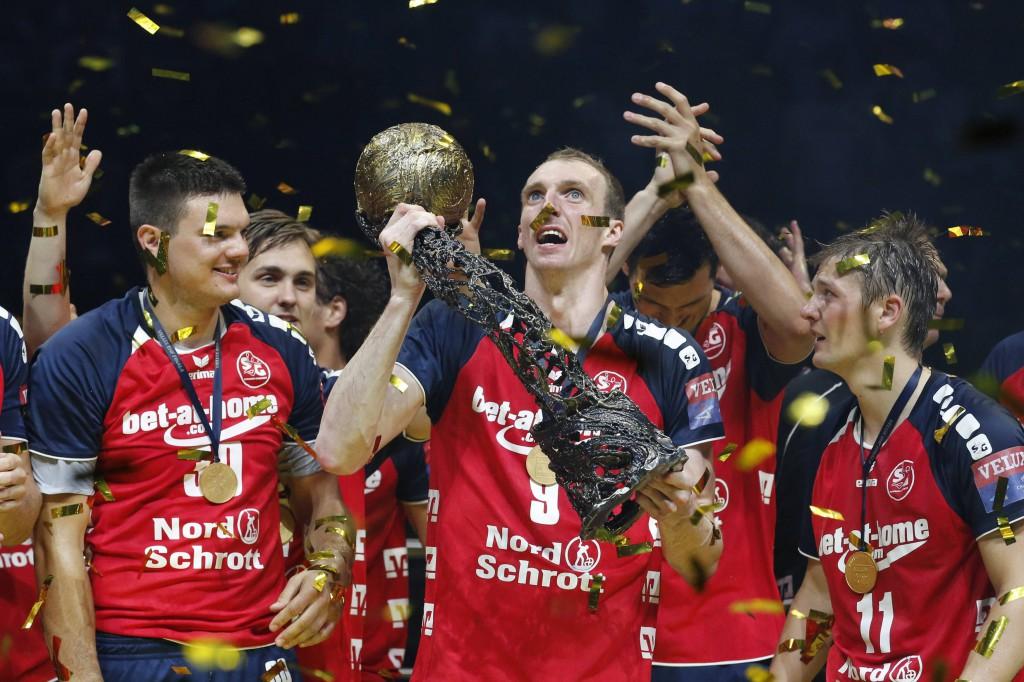 Holger Glandorf (m.) und die SG Flensburg Handewitt holen den Champions League-Titel