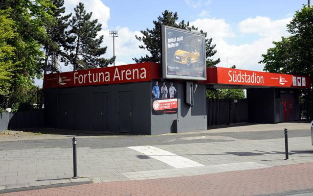 Der Eingang zum Südstadion wird auch bald neue Schriftzüge bekommen. Foto: IMAGO/Galuschka