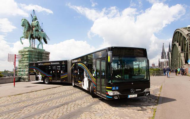 Der neue OSP-Bus wurde direkt am Rheinufer enthüllt. Foto: OSP Rheinland