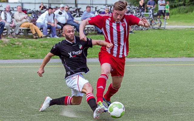 Auch in der kommenden Spielzeit werden sich die Amateure im Kölner Fußball wieder packende Zweikämpfe liefern Foto: Benjamin Horn