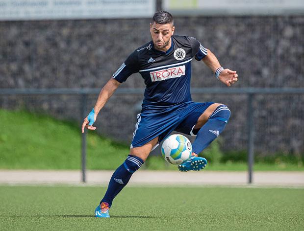 Serkan Okutan erzielte beide Treffer beim Auftaktsieg des FC Pesch Foto: Ben Horn