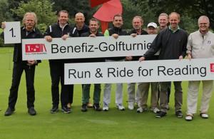 Benefiz-Golfer: Henning Krautmacher (l.) und Co.  Foto: Roland Goseberg-rheinline