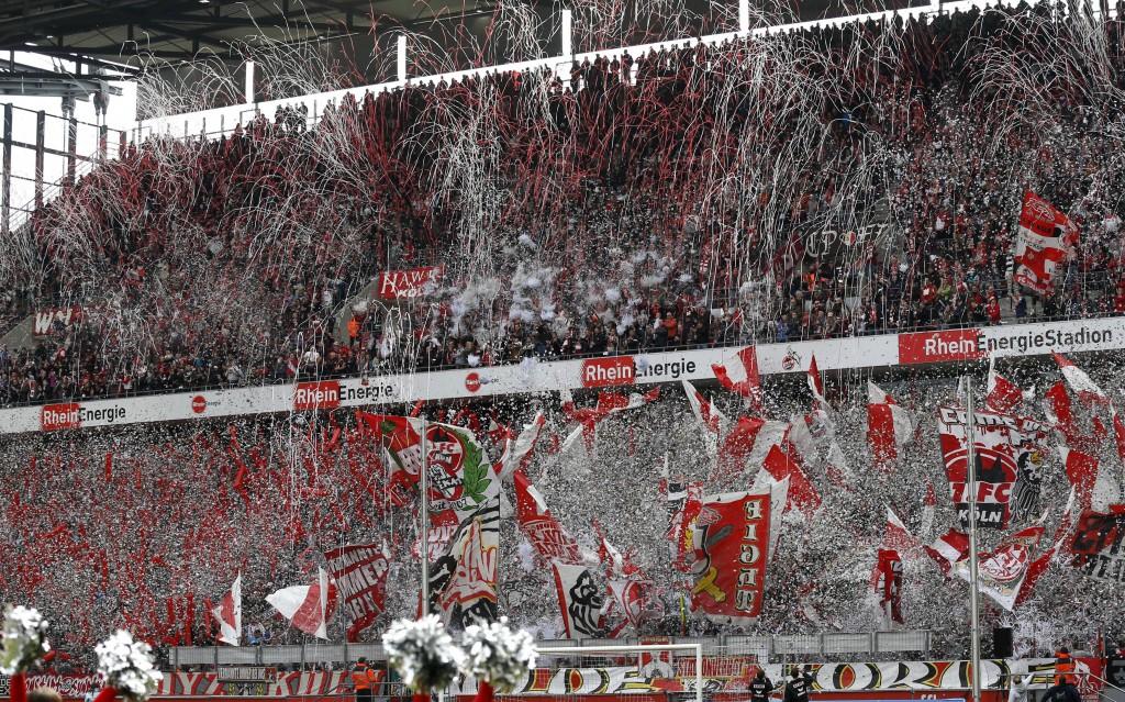 """Ähnlich wie bei der """"Chaos-Choreo"""" in der vergangenen Saison soll es auch vor dem Spiel gegen den HSV auf der Südtribüne aussehen Foto: IMAGO / mika"""