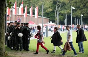 Auffällig unauffällig viel die Polizeipräsenz beim Bundesliga-Heimspiel gegen den Hamburger SV aus Foto: IMAGO/Thilo Schmülgen