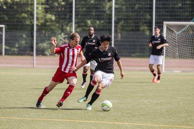 Doppeltorschütze zum ersten Saisonsieg: Nhu-Phan Nguyen vom VfL Leverkusen Foto: Benjamin Horn