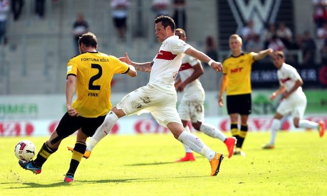 1:3 trotz engagiertem Spiel: Fortuna Köln (l., Tobias Fink) verliert beim VfB Stuttgart II