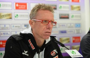 Trainer Peter Stöger will es dem BVB schwer machen.  Foto: imago / Eibner