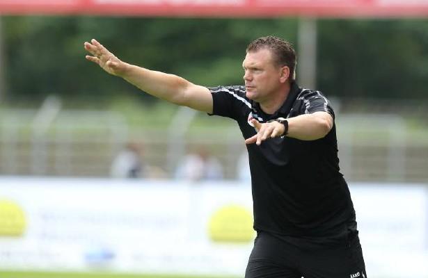 Trainer Uwe Koschinat will auch gegen den nächsten Favoriten punkten. Foto: imago / Eibner