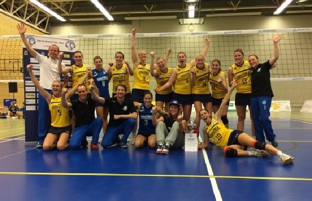 Die gesamte Mannschaft freut sich über den WVV-Pokalsieg. Foto: DSHS SnowTrex Köln