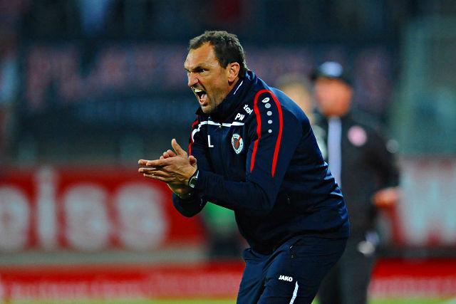 Trifft mit seinem Team auf die SG Worringen: Viktoria-Coach Claus-Dieter Wollitz Foto: imago/Revierfoto