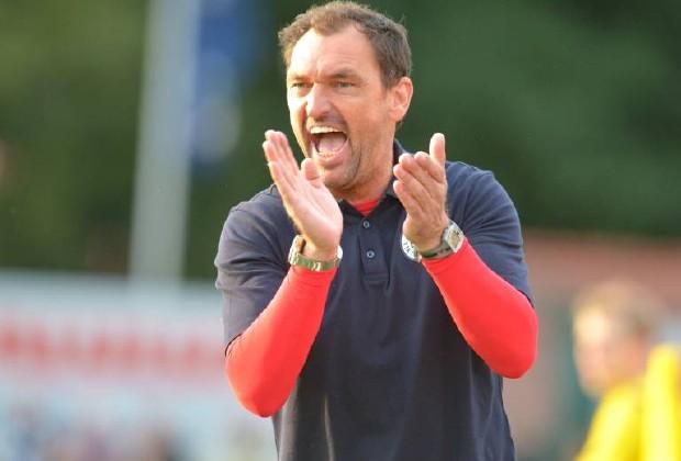 """""""Pele"""" Wollitz stärkt seiner Mannschaft trotz der Krise weiterhin den Rücken. Foto: imago / Dünhölter"""