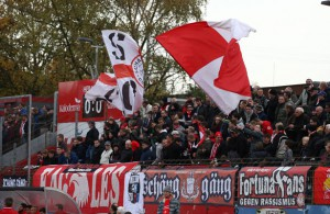 Starker Support: die Fans von Fortuna Köln im Südstadion. Foto: imago/Manngold