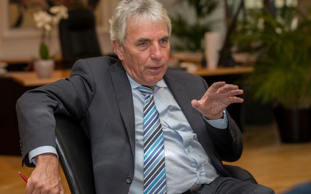 Kölns Oberbürgermeister Jürgen Roters beim Gespräch in seinem Amstzimmer. Foto: Benjamin Horn