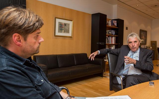Oberbürgermeister Jürgen Roters (r.) mit Köln.Sport-Redaktionsleiter Frank Schwantes. Foto: Benjamin Horn