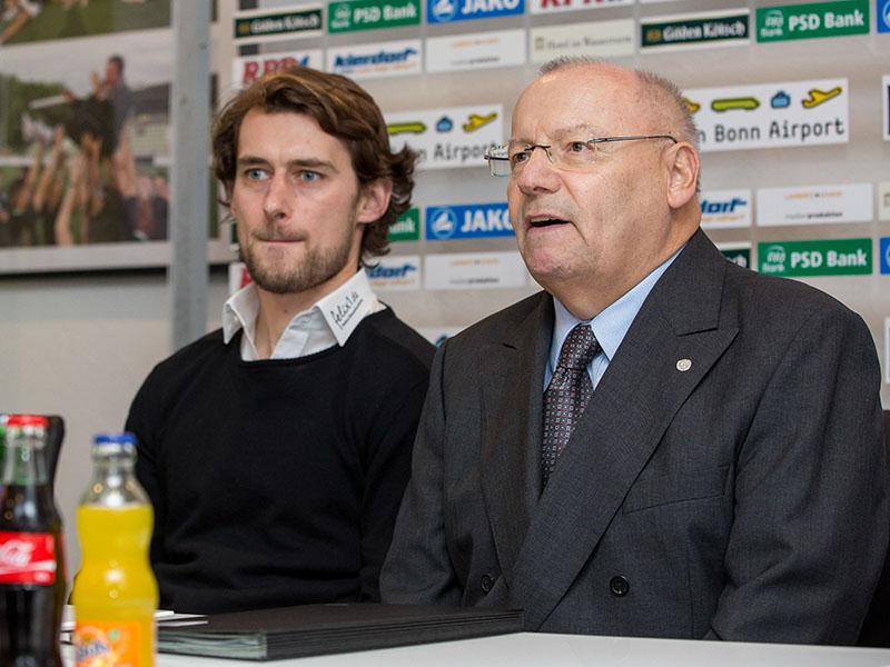 Freut sich auf eine neue Herausforderung in der Regionalliga: Tomasz Kaczmarek (re.) neben Macher Franz-Josef Wernze Foto: Ben Horn
