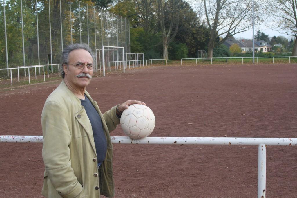 Einer, der beim TuS gute und schlechte Zeiten erlebt hat: Vorstandsmitglied Heinz Vonk Foto: Köln.Sport/Reinscheid