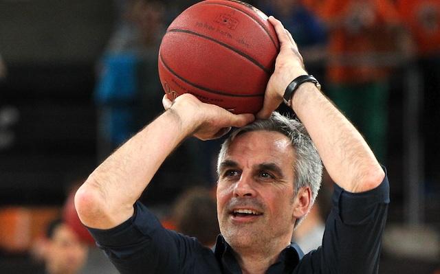 Wird für die OldStars wieder zum Ball greifen: RheinStars-Geschäftsführer Stephan Baeck Foto: imago/Eibner
