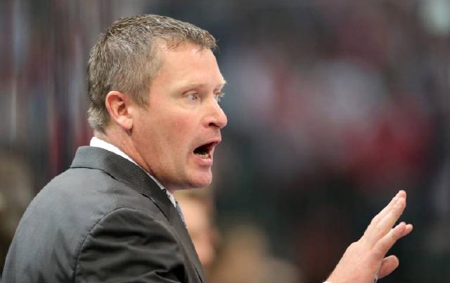 Sieht die konzentrierte Arbeit in der Defensive als Schlüssel zum Erfolg gegen Wolfsburg: Haie-Coach Niklas Sundblad. Foto: imago/Chai v. d. Laage
