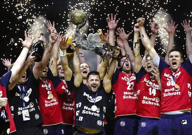 Durften im vergangenen Jahr jubeln: Die Handballer der SG Flensburg-Handewitt Foto: imago/mika