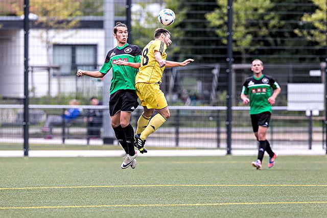 Duell auf Augenhöhe: Lindenthals David Meyes (l.) und Marco Kaspers von Deutz 05 Foto: Ben Horn
