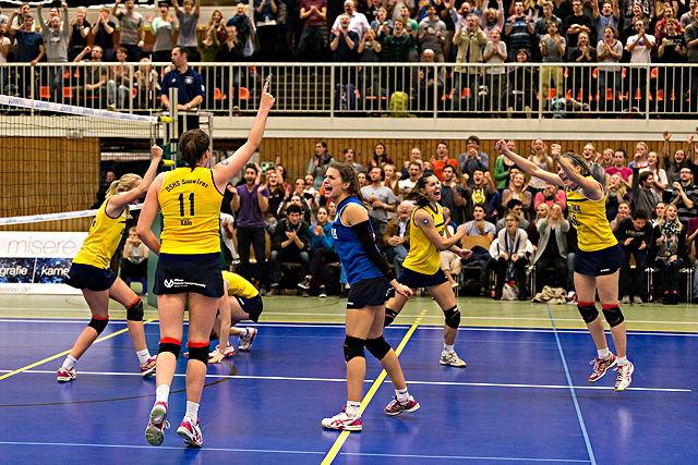 Seit elf Spielen ungeschlagen: Die Volleyballerinnen vom Team DSHS SnowTrex Köln Foto: Martin Miseré