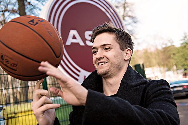 Mit ordentlich Ballgefühl: RheinStars-Spielmacher David Downs Foto: Daniel Elke
