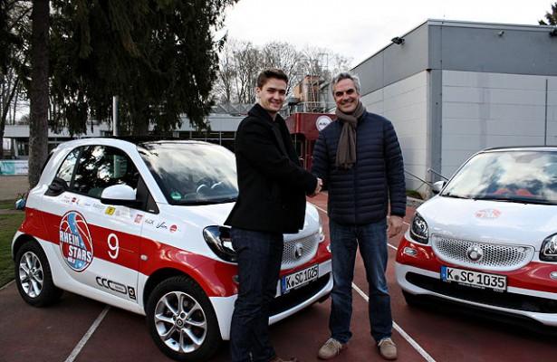 Zufrieden über die Vertragsverlängerung: David Downs (l.) und RheinStars-Geschäftsführer Stephan Baeck Foto: Sören Pröpper