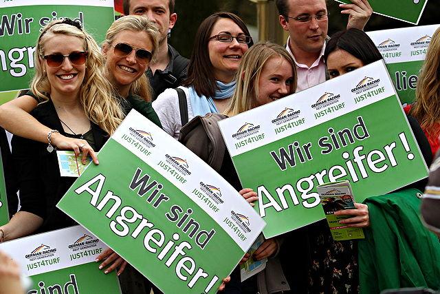Große Unterstützung für den Rennstall: Die Studenten stehen voll hinter dem Projekt Foto: German Racing Next Generation