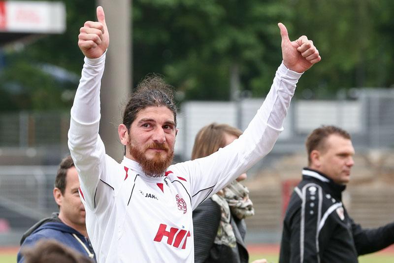 Mit Tränen in den Augen bedankte sich Ercan Aydogmus bei den Fortuna-Fans