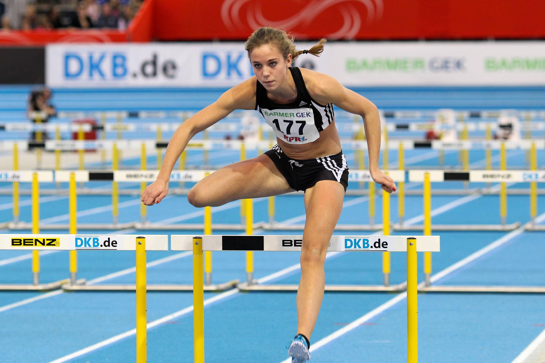 Mit einer Steigerung von knapp einer Sekunde wurde Christine Salterberg (LT DSHS Köln) Deutsche Hochschulmeisterin über 110 Meter Hürden Archivfoto: IMAGO/Beautiful Sports