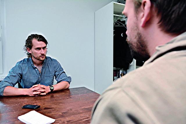 Der 30-Jährige (l.) gab sich im Gespräch mit Köln.Sportler Thomas Reinscheid locker, aber durchaus reflektiert. Foto: Horst Fadel