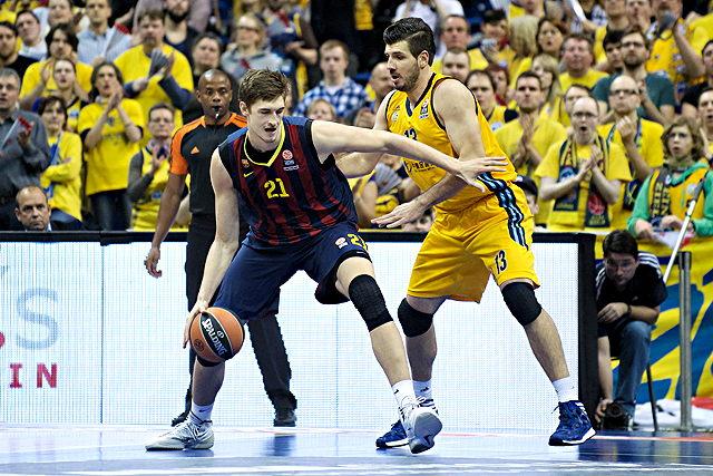 Demnächst in der NBA am Ball? Tibor Pleiß (l.) Foto: imago/Camera4