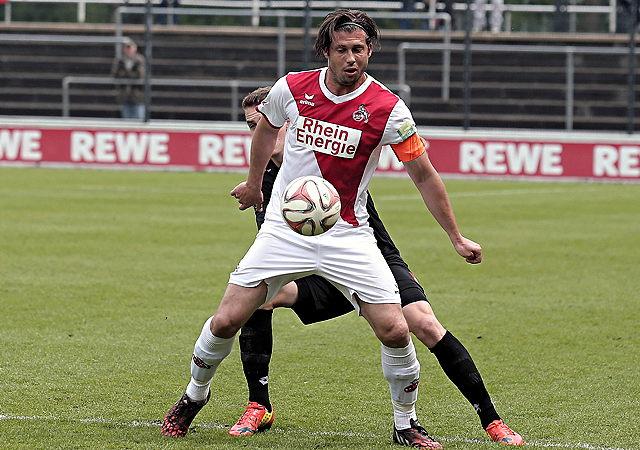 Martin Heck übernimmt die FC-Amateure um Kapitän Marius Laux (v.) Foto: imago/Eibner