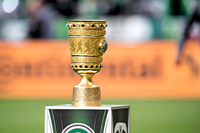 Das Objekt der Begierde: Die DFB-Pokal-Trophäe Foto: imago/DeFodi