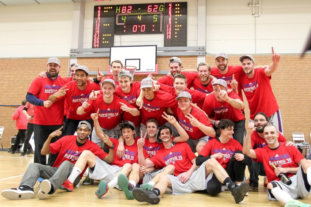 Im März feierten die Basketballer der RheinStars den Aufstieg aus der 1. Regionalliga. Jetzt geht es für die Kölner Korbjäger noch höher hinaus Foto: IMAGO/Beautiful Sports