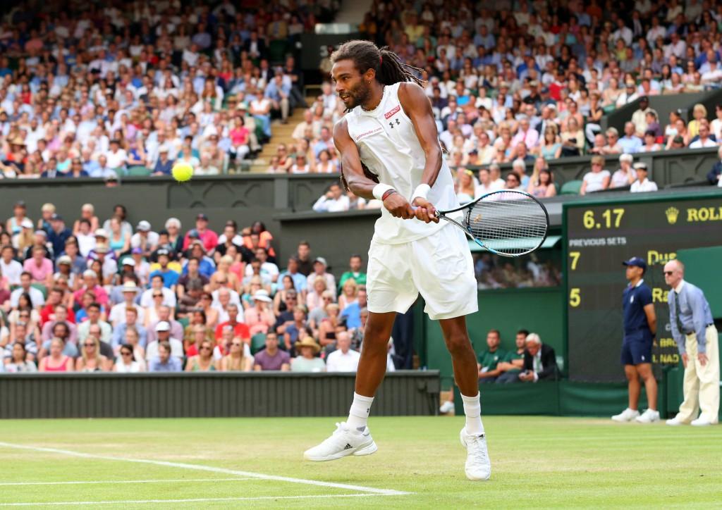 Mit 7:5, 3:6, 6:4, 6:4 bezwingt Dustin Brown auf dem Centre Court Rafael Nadal. Foto: IMAGO/BPI