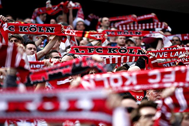 Der 1. FC Köln hebt zahlreiche Stadionverbote gegen seine Fans auf Foto: imago//mika