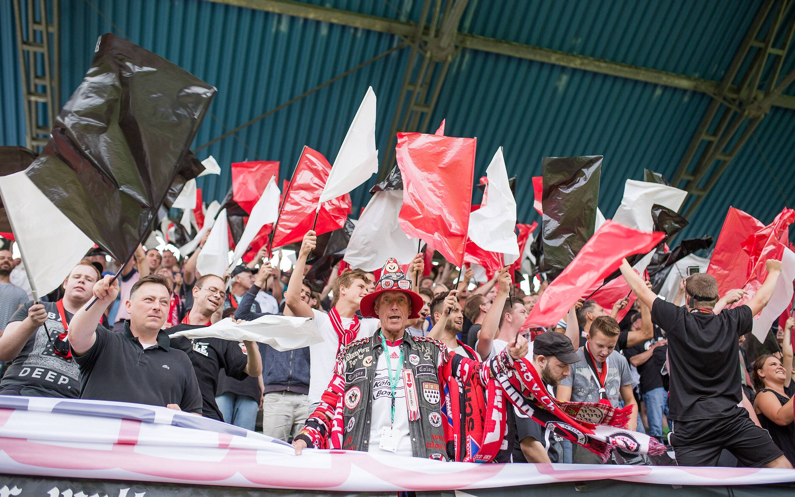 4.540 Fans sind Zeuge des Viktoria-Triumphes Foto: imago/Sebastian Wells