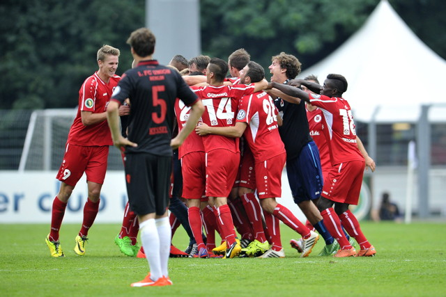 Die Spieler der Viktoria Köln versuchen die Pokal-Euphorie mit in die Liga zu nehmen.  Foto: imago / osnapix