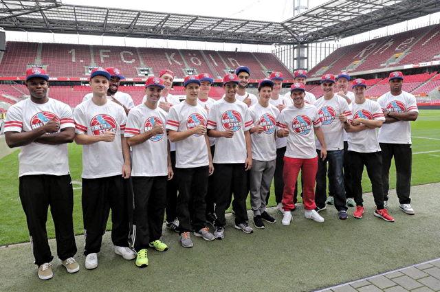 Stattete den RheinStars nicht nur einen Besuch ab: Fußball-Star Lukas Podolski Foto: facebook.com/lukaspodolski