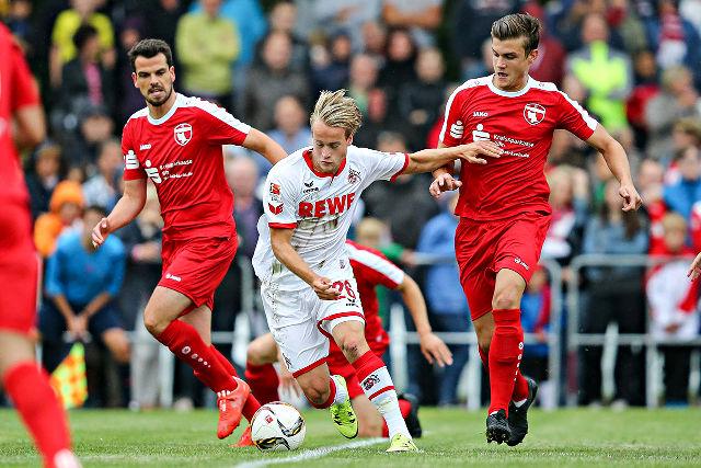 Traf zum 2:0: FC-Angreifer Bard Finne (m., gegen Filippo Naso und Tobi Link) Foto: Ben Horn